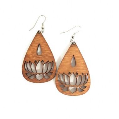 IMG_6526_380x380 Fülbevalók: Lótuszvirág mintás fa fülbevaló | MeDáLia - Egyedi Ajándéktárgyak